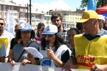 KESK, Sivas'ta iş bırakma eylemi yaptı