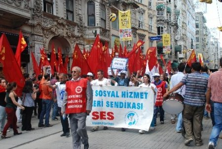 KESK üyesi 2 bin kişi Gezi Parkı'na yürüdü