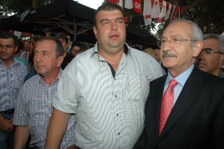 Kılıçdaroğlu, 'Başbakan Kemal' sloganı atan kalabalığa sandığı işaret etti