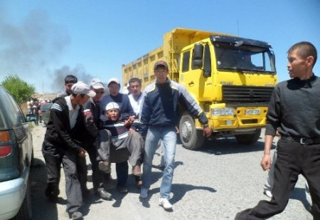 Kırgızistan'ın kuzeyi de güneyi de karıştı