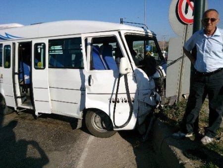 Kırmızı ışık ihlali kazaya neden oldu: Biri ağır 15 yaralı