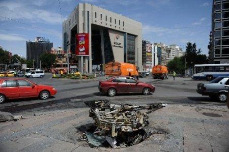 Kızılay Meydanı enkaza döndü, gazın etkisi hala sürüyor