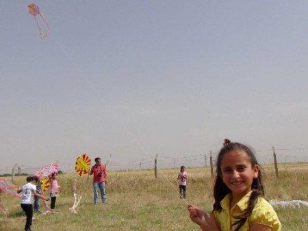 Kızıltepeli çocuklar polis amcaları ile uçurtma uçurdu