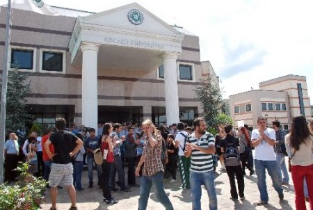 Kocaeli Üniversitesi'nden, eyleme katılan öğrencilere mazeret sınavı hakkı