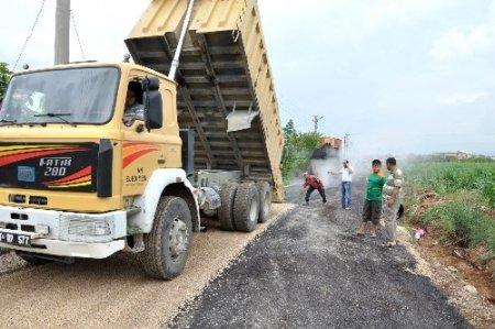 Kozan'da asfalt çalışmaları sürüyor