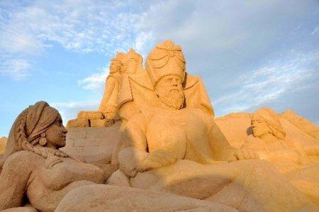 Kum heykelleri 20 günde 50 bin kişi ziyaret etti