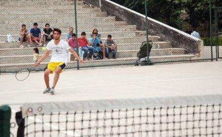 Kurtuluş Tenis Turnuvası Yapıldı