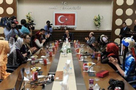 Maliye Bakanı: Ekonomideki düzeltmelerin Gezi Parkı ile alakası yok