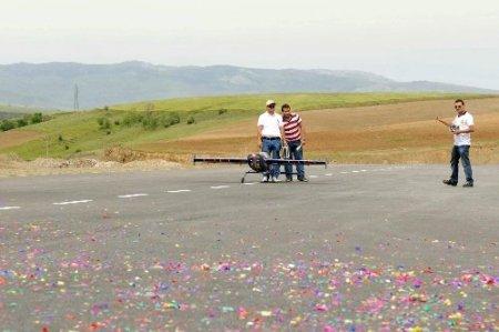 Mamak'ta radyo kontrollü model uçak pisti açıldı