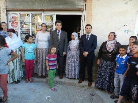 Mardin Valisi Cengiz, kuduz köpeğin yaraladığı vatandaşı evinde ziyaret etti