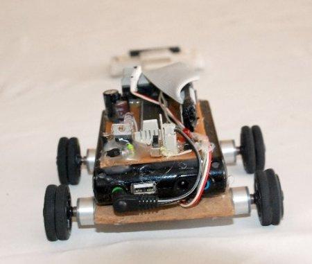 Meslek Lisesi öğrencileri kazaları azaltacak insansız araba yaptı