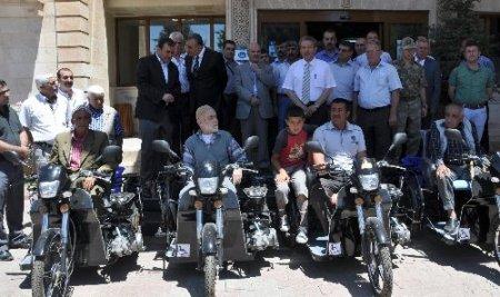Midyat Belediyesi engellilere motorlu araç hediye etti