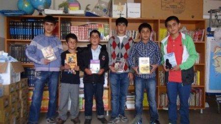 Minik yürekler köy okullarına ikinci kütüphaneyi kurdu