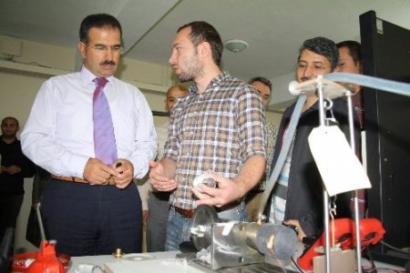 Mühendis adayları ürettikleri deney düzeneklerini tanıttı