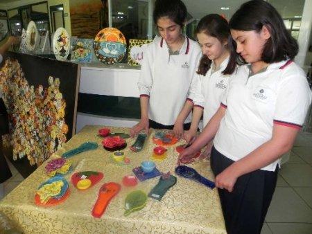 Nakıboğlu'nda seramik ve çini eserleri sergisi açıldı
