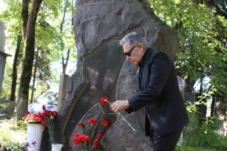 Nazım Hikmet'in mezarında Gezi Parkı protestosu