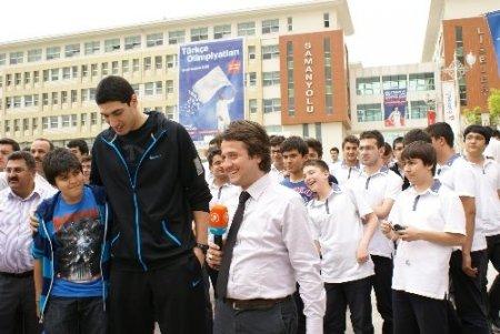 NBA yıldızı Enes Kanter, eski okulu Samanyolu'nda
