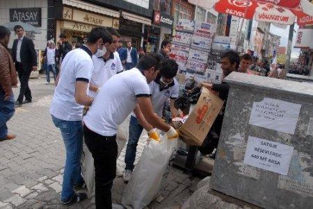 Öğrenciler, çevreye duyarlılığa dikkat çekmek için çöp topladı