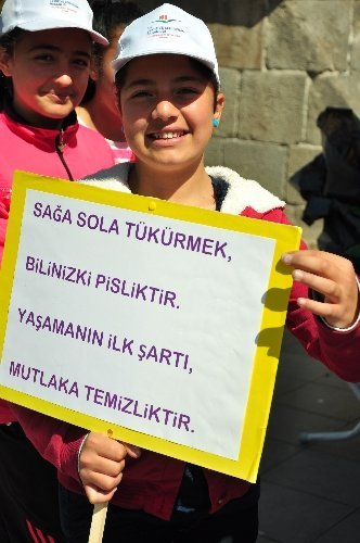 Öğrenciler, temiz bir çevre için mesaj verdi
