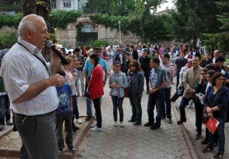 Öğrenciler içeride aileler dışarı sınav heyecanı yaşadı