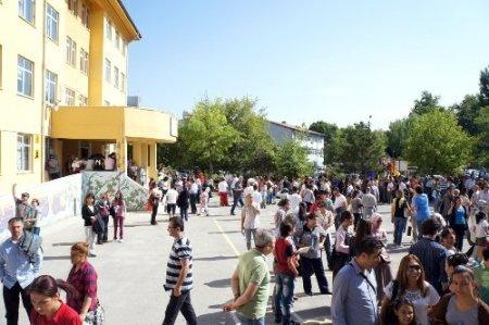 Öğrenciler ve ailelerinin SBS heyecanı başladı