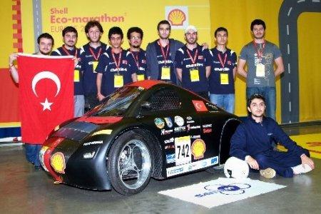 Öğrencilerin yaptığı araç, 23 kuruşa 139 kilometre yol gidiyor