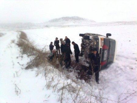 Öğretmenleri taşıyan minibüs takla attı, 12 kişi yaralandı