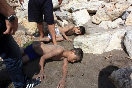 Okuldan kaçan 2 çocuk az daha boğulacaktı