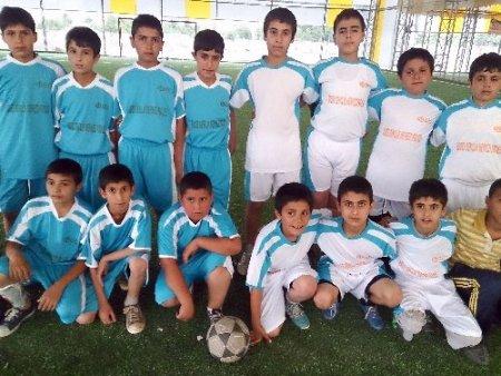 Okuma salonlarından futbol turnuvası