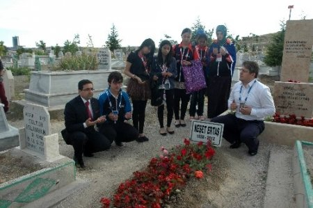 Olimpiyat çocuklarından Neşet Ertaş'ın mezarına ziyaret