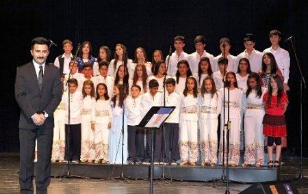 On bin öğrenci arasından seçildiler, 19 dilde türkü söylüyorlar