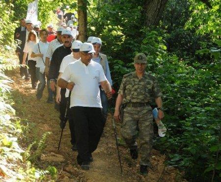 Ordu protokolünden çevre yürüyüşü