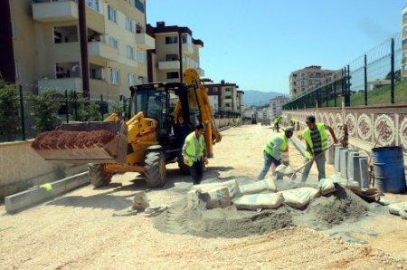 Osmangazi'de bordür tratuvar ve asfaltlama çalışmaları sürüyor