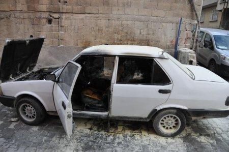 Otomobilin içinde bırakılan çocuk yangın çıkardı, hayati tehlikesi sürüyor