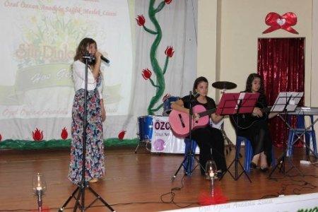 Özcan Koleji'nden duygulu şiir gecesi
