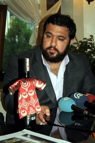 Padişahlarının isim ve resimlerinin şarap şişesinde yeralmasına Osmanlı tepkisi