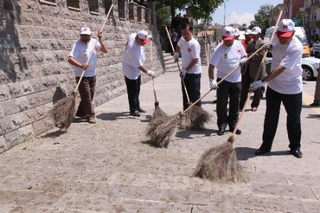 Polatlı protokolü çevre gününde şehri temizledi