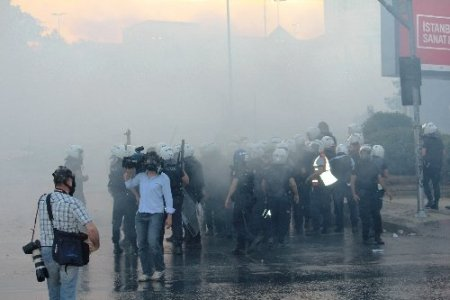 Polis Dolmabahçe'de göstericilere müdahale etti