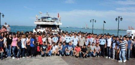 Polis öğrencilerinin deniz keyfi