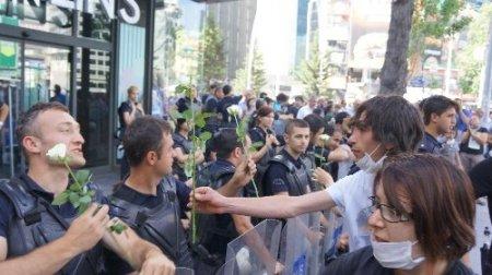 Polisten liselilere 'Lütfen okulunuza dönün' çağrısı