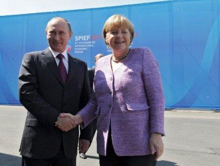 Putin: Esed'le Suriye halkı değil, militanlar savaşıyor