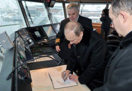 Putin: Rusya dünyanın en büyük nükleer buzkıran filosuna sahip