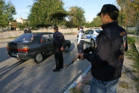 Reyhanlı saldırılarının ardından Adana'da yol kontrolleri arttı