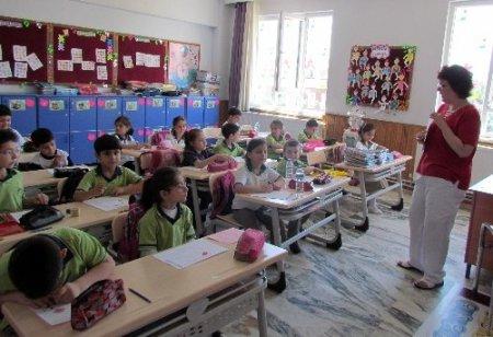 Safvetli öğrenciler yılın yorgunluğunu yaz okulu ile attı