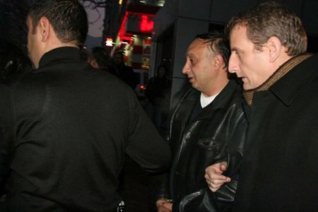 Sahte kimlikle vatandaşlar adına telefon hattı alan iki kişi yakalandı