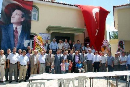 Salihli'nin Torunlu köyü 200 yıl sonra camisine kavuştu