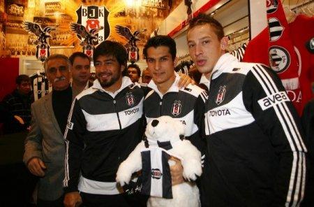 Samet Aybaba ve futbolcular mağaza açılışına katıldı