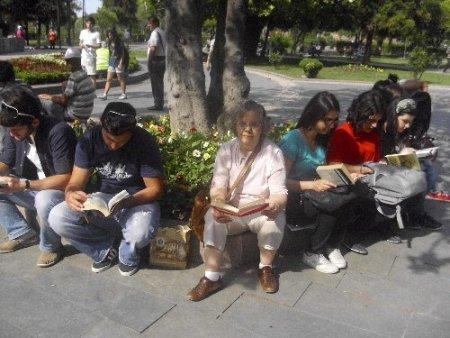 Samsun'da kitap okumalı protesto