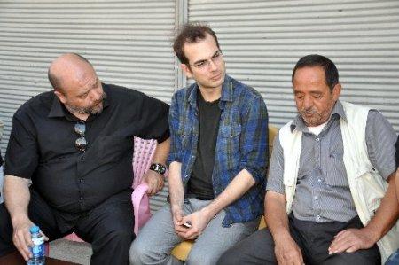 Sanatçılardan Reyhanlı'da ölenlerin yakınlarına taziye ziyareti