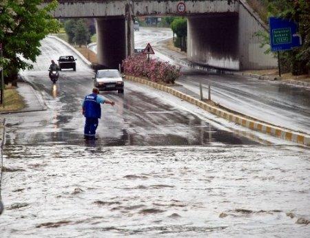 Sapanca'da sağnak yağış